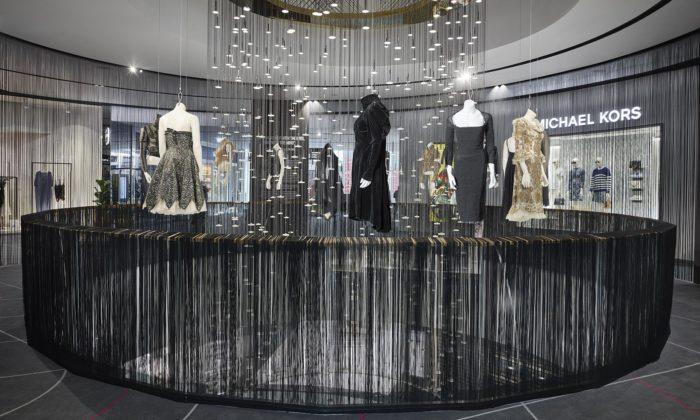 Originální módní návrhy Alexandra McQueena poprvé vystaveny vPraze
