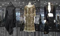 Alexander McQueen a výstava jeho modelů v The Designer Gallery v Praze na Chodově