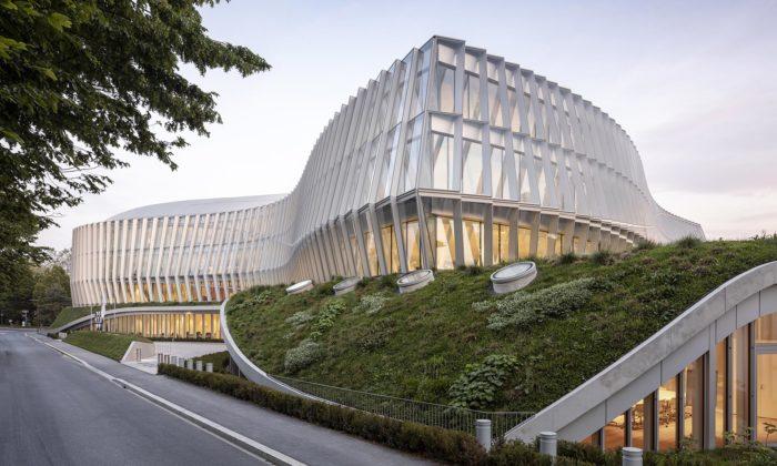 3XN postavili vLausanne nové zvlněné sídlo pro Mezinárodní olympijský výbor