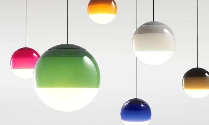 Marset představil svítidla soriginálně barveným sklem ipohyblivou lampičku