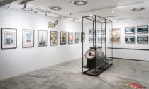 Ukázka z výstavy Kája Saudek s podtitulem Od aut po ženy