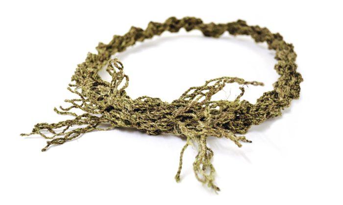 Mnichov vystavuje současné šperky vyrobené zkopřiv initroděložních tělísek
