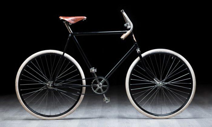 Vladimír Vidim postavil repliku bicyklu Slavia aujel sní etapu Tour de France