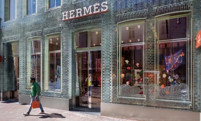 V Amsterdamu znovu otevřeli dům Crystal Houses ze skleněných cihel