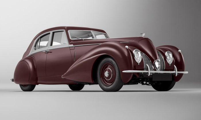 Bentley znovu oživilo jediný exemplář sedanu Corniche zroku 1939