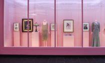 Ukázka z výstavy Camp: Notes on Fashion v The Metropolitan Museum of Art