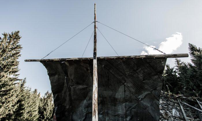 Na německo-českých hranicích vlaje plachta odmladých českých sochařů