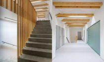 Polyfunkční dům Hruška v Trojanovicích od Kamil Mrva Architects