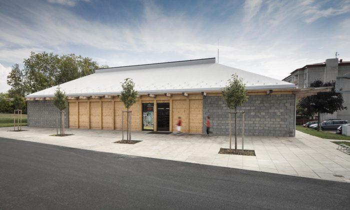 Prodejna potravin veměstě Seč dostala tvar inspirovaný klasickou stodolou
