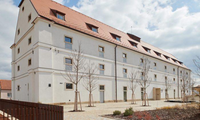 Barokní sýpka veVelkých Pavlovicích byla přestavěna namoderní Hotel Lotrinský