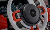 Na míru postavený Rolls-Royce Cullinan v barvě Fux Orange