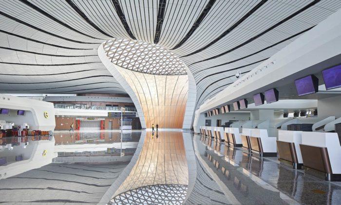 Čína otevřela největší letiště nasvětě postavené podle návrhu Zahy Hadid