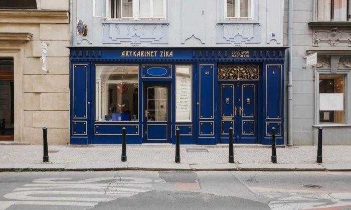V historickém domě vznikl za modrým obložením moderní ArtKabinet Zíka