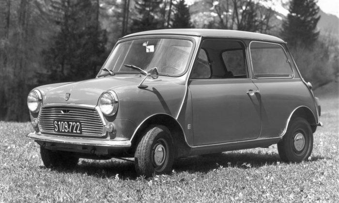 Legendární britské vozítko Mini slaví 60 let avstupuje donové éry