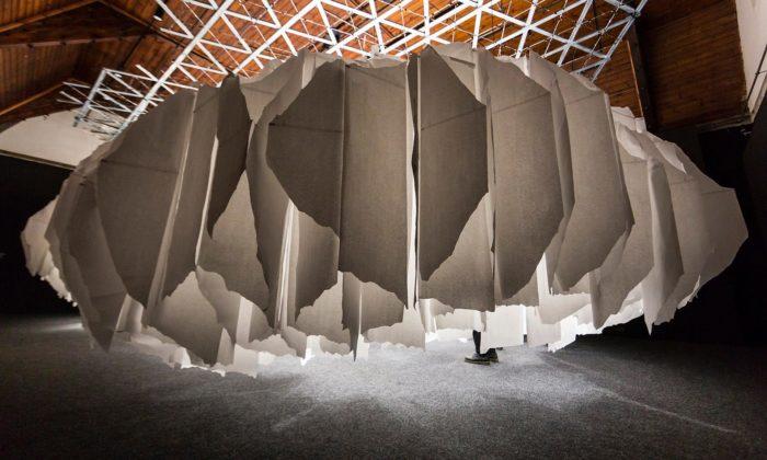 Architektonický ateliér A69 vystavuje mraky své práce vpapírovém oblaku