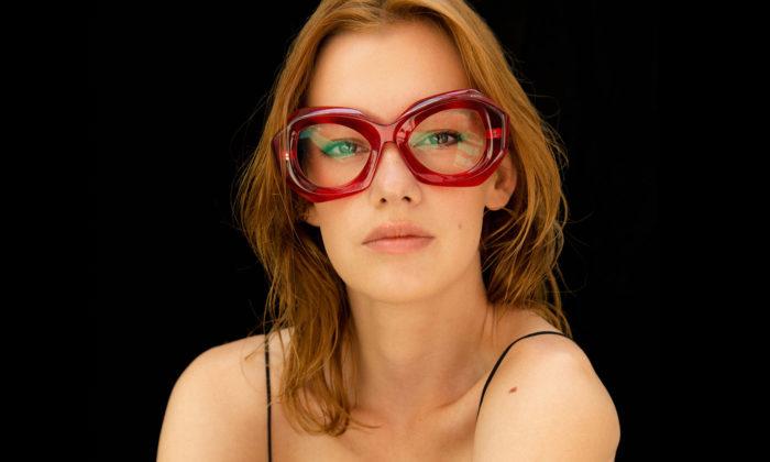 Nastassia Aleinikava navrhla pro optiku IOKO letní kolekci extravagantních brýlí