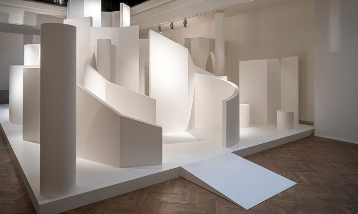 Brno vystavuje hyperrealistické malby imonumentální instalace Theodora Pištěka