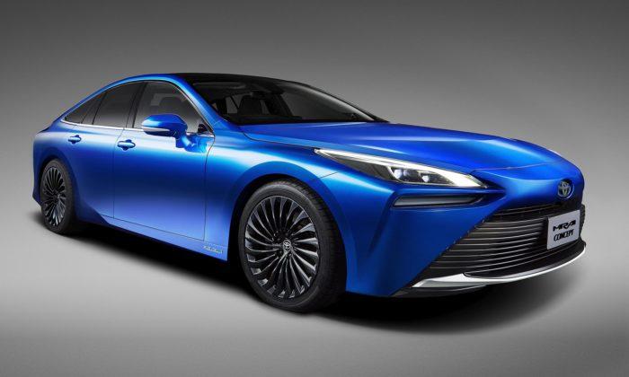 Toyota představila druhou generaci sedanu Mirai sekologickým pohonem navodík