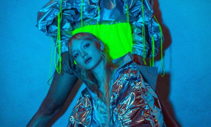 Mladá návrhářka Natalie Dufková představila vNizozemsku módní kolekci zpadákoviny