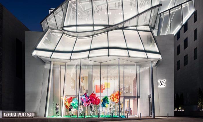 Frank Gehry postavil vSoulu obchod Louis Vuitton spomačkanou skleněnou střechou