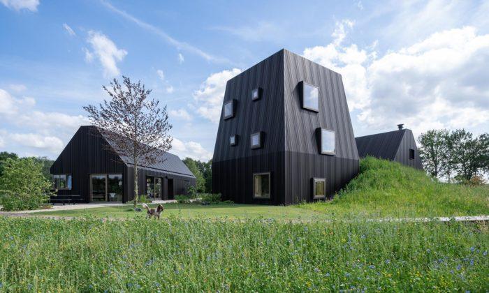 Villa Vught jesložená ze tří domů inspirovaných tradiční holandskou farmou