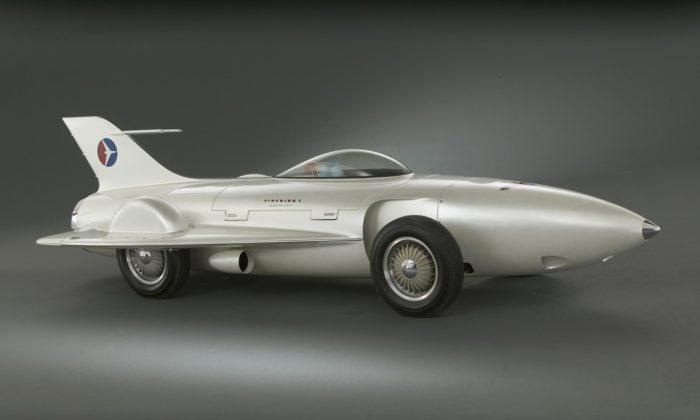 Londýn uspořádal výstavu Cars ukazující roli aut vevývoji světového designu