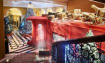 Christian Louboutin a jeho vánoční strom pro hotel Claridge's