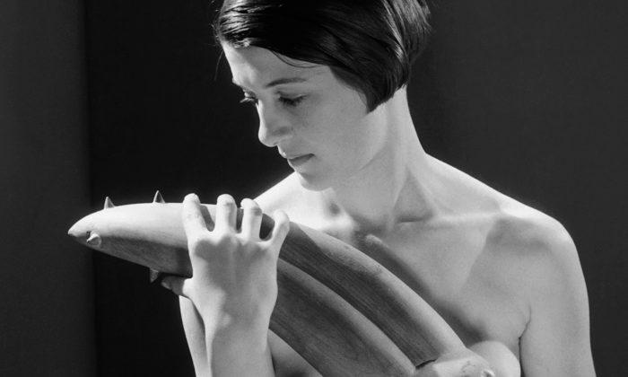 Provokativní výstava ukazuje násilně erotické objekty odGiacomettiho