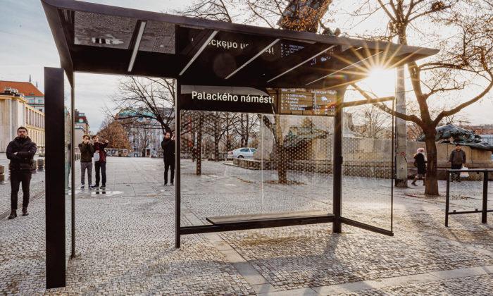 Praha má testovací zastávku MHD smodulárním designem imoderními technologiemi