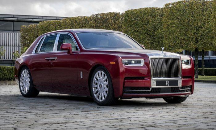 Rolls-Royce vytvořil jedinečný červený Phantom pro dobročinné účely