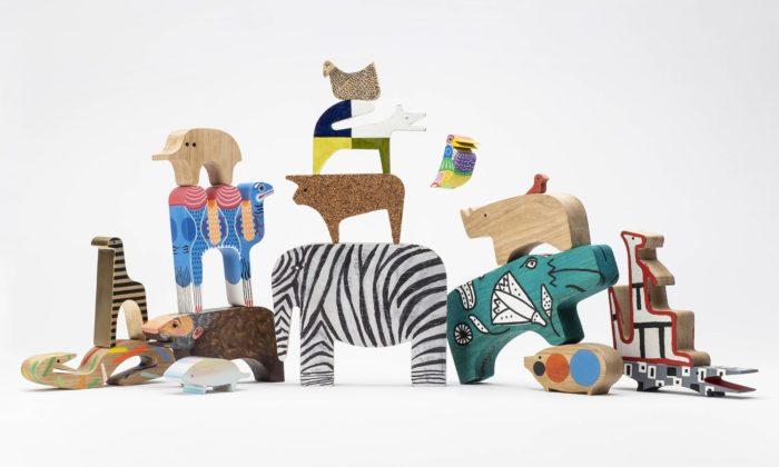 Světoví designéři pomalovali 16 zvířátek ze skládačky odEnza Mariho