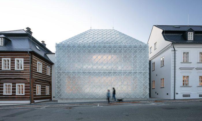 Lasvit má vNovém Boru nové sídlo sunikátním skleněným domem