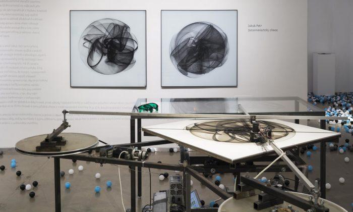 Pražská výstava Space ukazuje vesmírem inspirovaný design nejen odKaplického