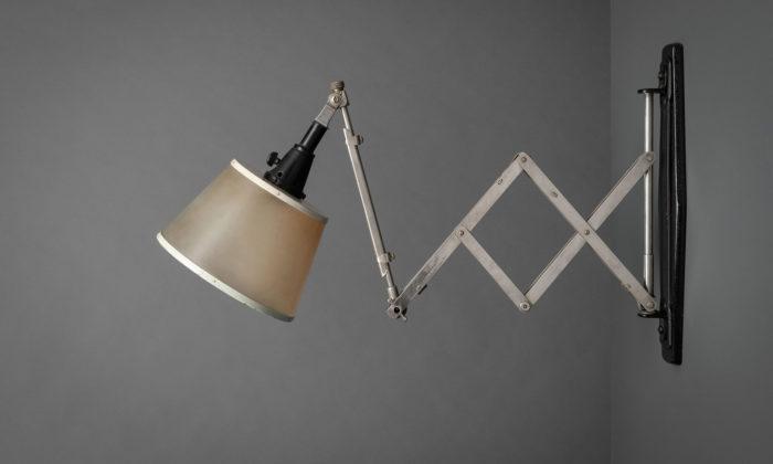 Pozicovatelná lampa slaví 100 let velkou výstavou desítek vzácných kusů