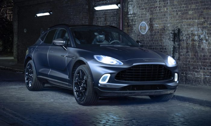 Aston Martin ukázal exkluzivní DBX vespeciální edici Q skarbonovými prvky