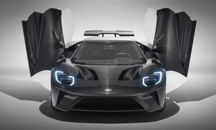 Ford GT přichází vevylepšené verzi asespeciální limitovanou karbonovou edicí