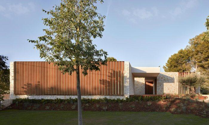 Ramón Esteve postavil dům vLa Cañada chráněný odokolí vertikálními slunolamy