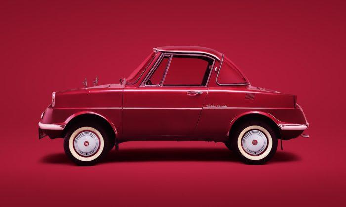 Japonská automobilka Mazda slaví 100 let apřipomíná první model R360
