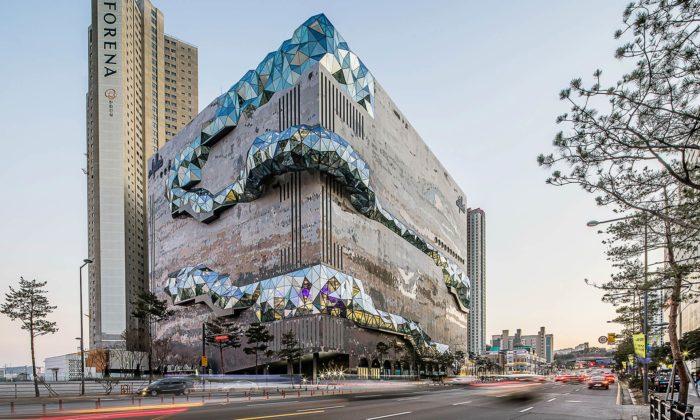 OMA postavila vJižní Koreji obchodní dům seskleněnými vyhlídkami nafasádě