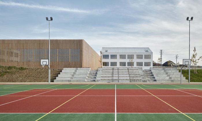 Základní škola vPsárech má nadčasový interiér aslouží ijako komunitní centrum