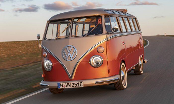 Volkswagen Bulli slaví 70 let speciální retro verzí sčistě elektrickým pohonem