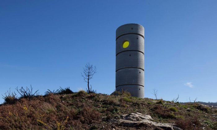 Na severu Portugalska postavili rozhlednu zněkolika betonových skruží