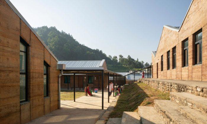 Nepálská nemocnice Bayalpata pro nejchudší byla postavena zmístní půdy