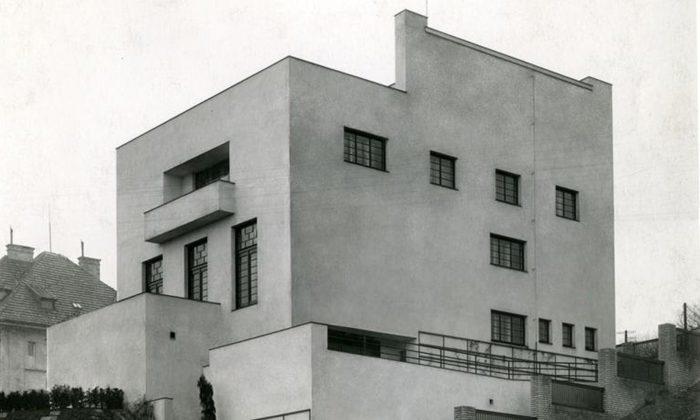Výstava vzdává čest Adolfu Loosovi asleduje jeho Raumplan vsoučasné architektuře