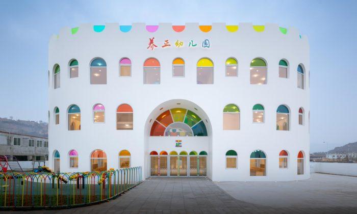 Mateřská škola Kaleidoscope odSako Architects připomíná narozeninový dort
