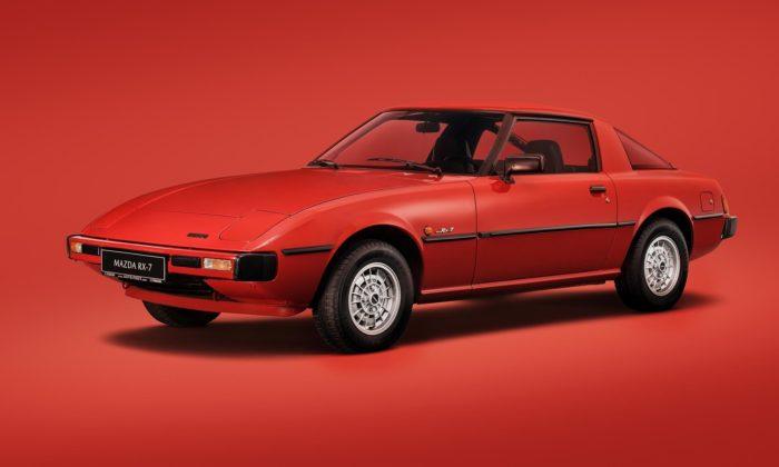 Mazda slaví 100 let apřipomíná sporťák RX-7 srotačním motorem