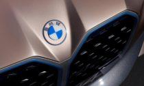 Nové logo BMW na voze Concept i4