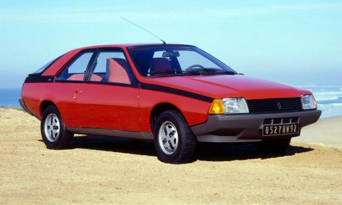 Renault Fuego sezapuštěnými klikami acentrálním zamykáním slaví 40.výročí