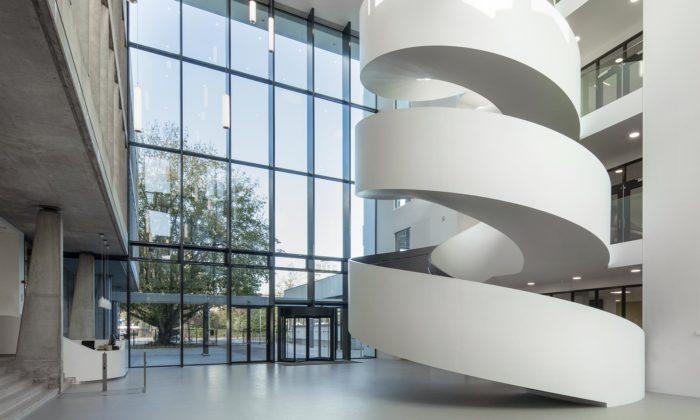 Amsterdam přestavěl starou střední školu Lumion dopodoby dnešních sídel firem