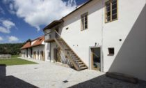 Stavební úpravy fary ve Chvalšinách na ubytovací zařízení pro osoby s poruchami autistického spektra